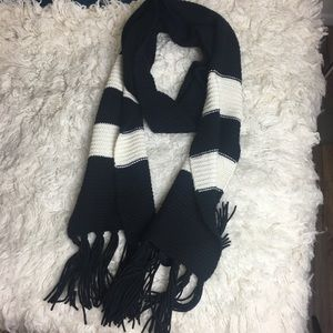 BANANA REPUBLIC Black and white cashmere scarf